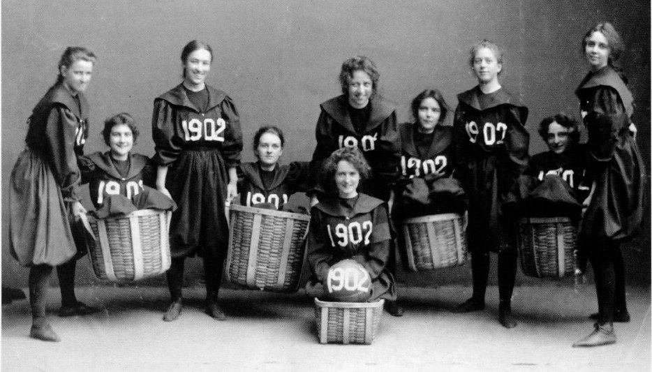 1ere-equipe-feminine-basket-1902